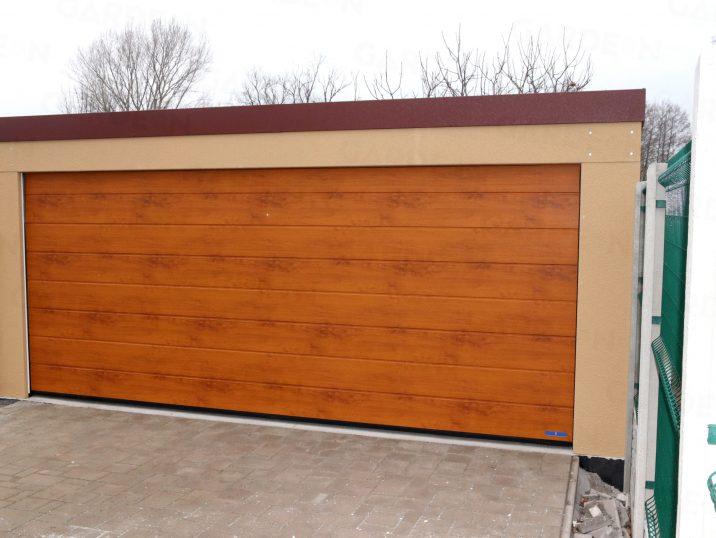 Dvojagráž s bránou Hormann vo farbe zlatý dub