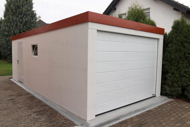 Jednogaráž v bielej omietke s červenou strechou