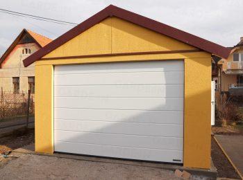 Montovaná garáž so sedlovou strechou v kukuricovej omietke