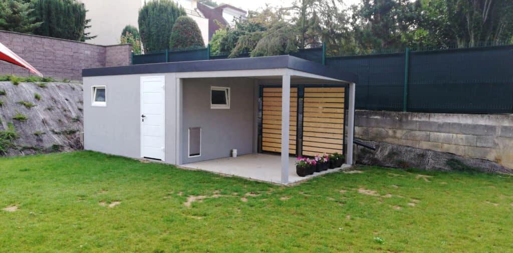 Záhradný domček v sivej omietke