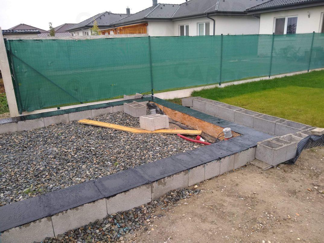 Obvodový múrik z betónu
