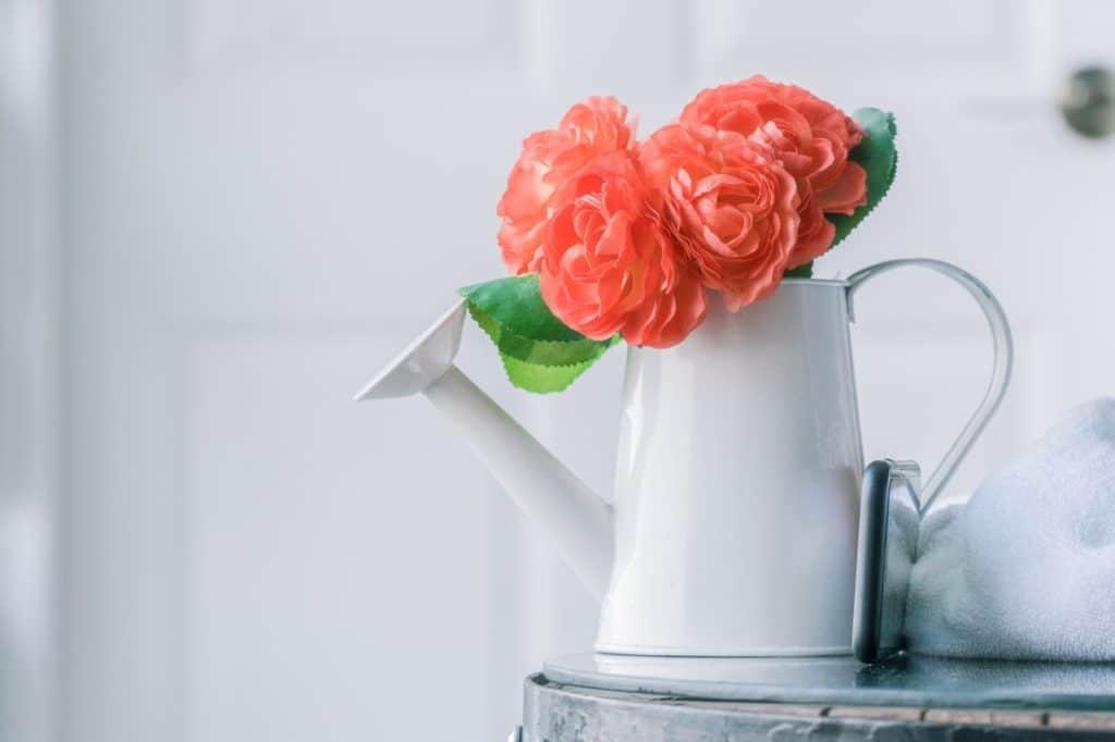 Kytica kvetov v krhle