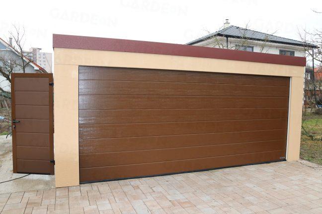 Dvojgaráž s hnedou garážovou bránou a hnedými dverami
