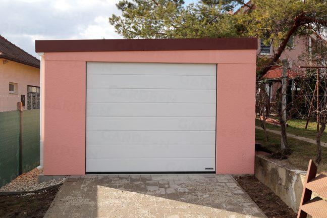 Garáž pre jedno auto v ružovej omietke