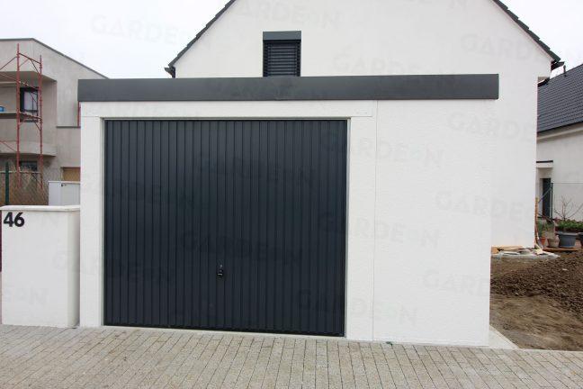 Montovaná garáž pre jedno auto s výklopnou garážovou bránou