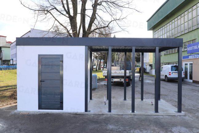 Záhradný domček s prístreškom pri štadióne