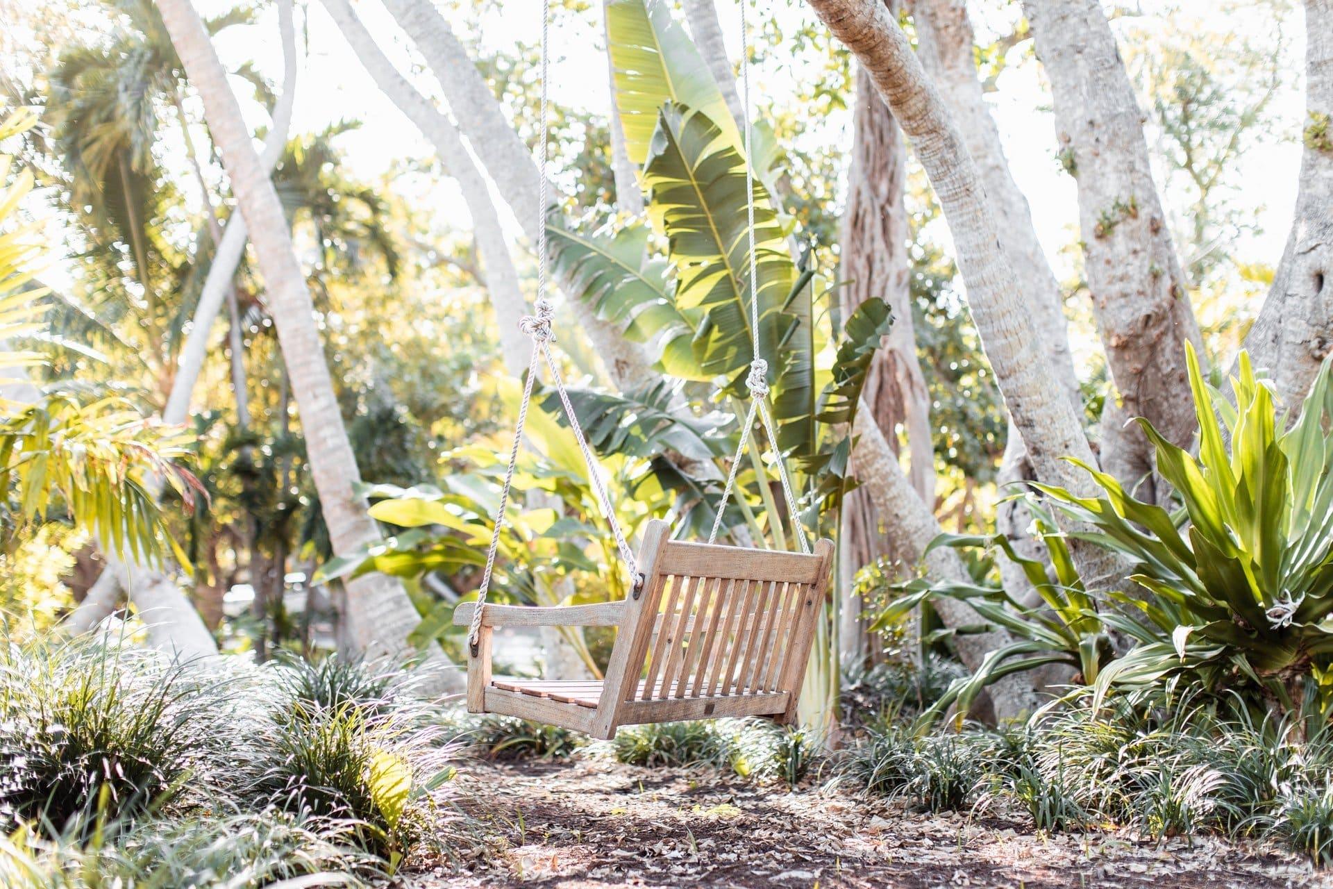 Záhradná hojdačka na strome