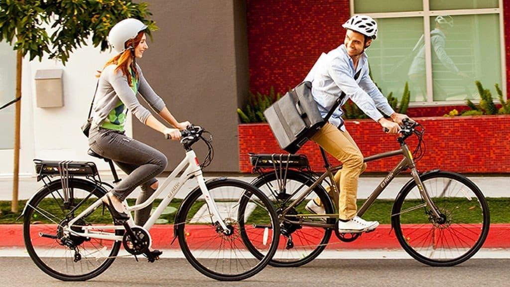 Pár na bicykloch