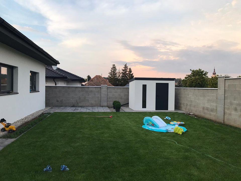 Záhradný domček na dvore