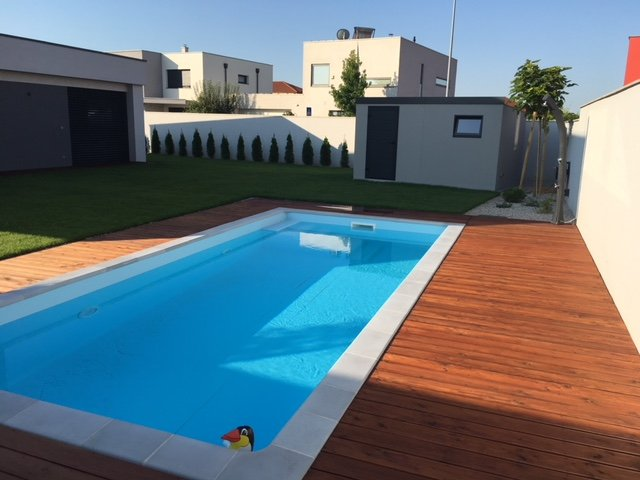 Záhradný domček pri bazéne