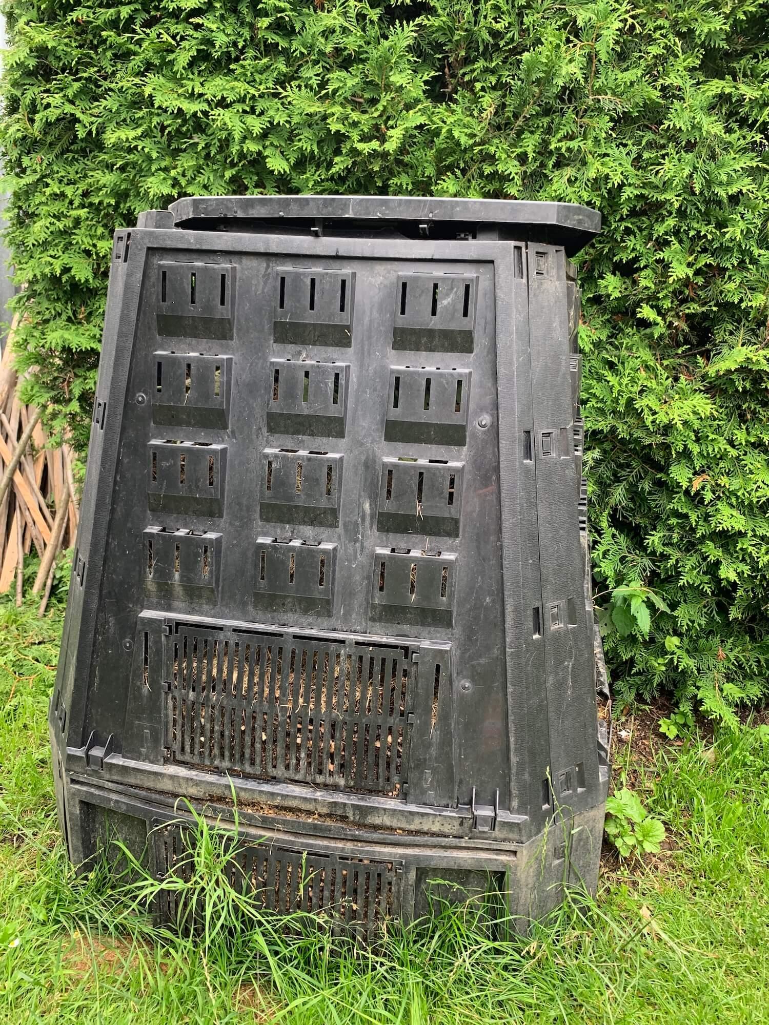 Čierny kompostér
