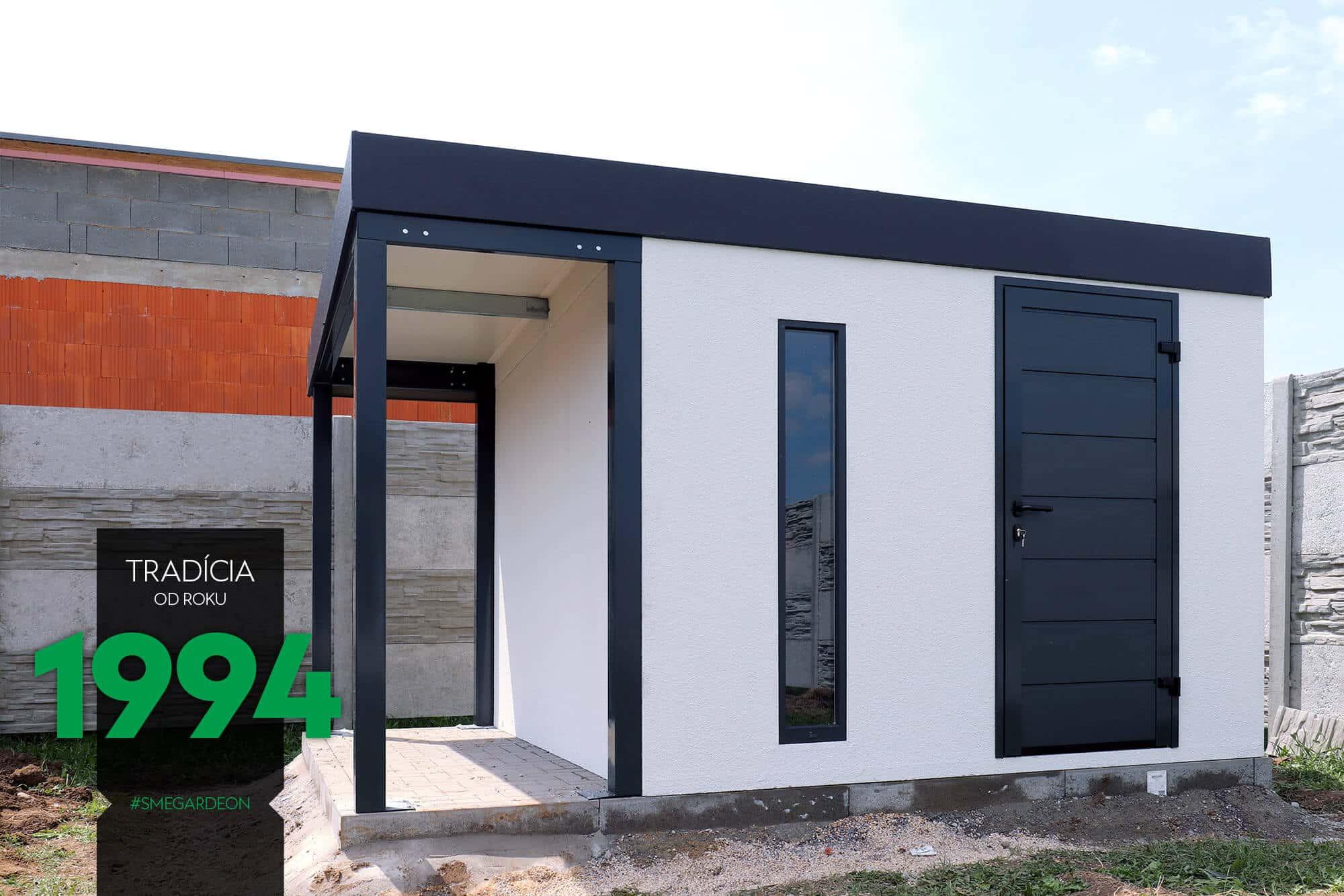 Záhradný domček so sivými dverami Hormann LPU42
