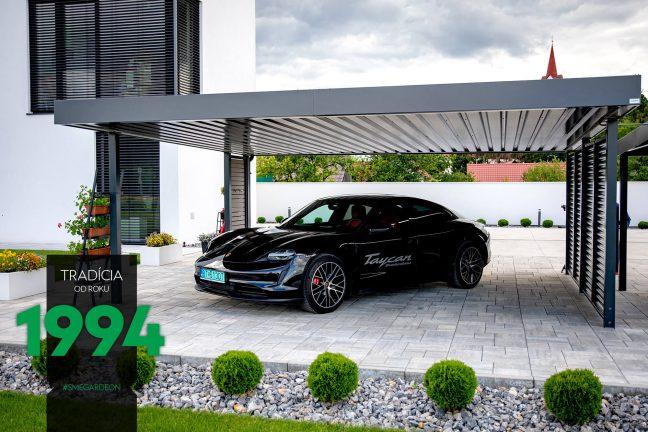 Porsche Taycan pod antracitovým prístreškom SIEBAU
