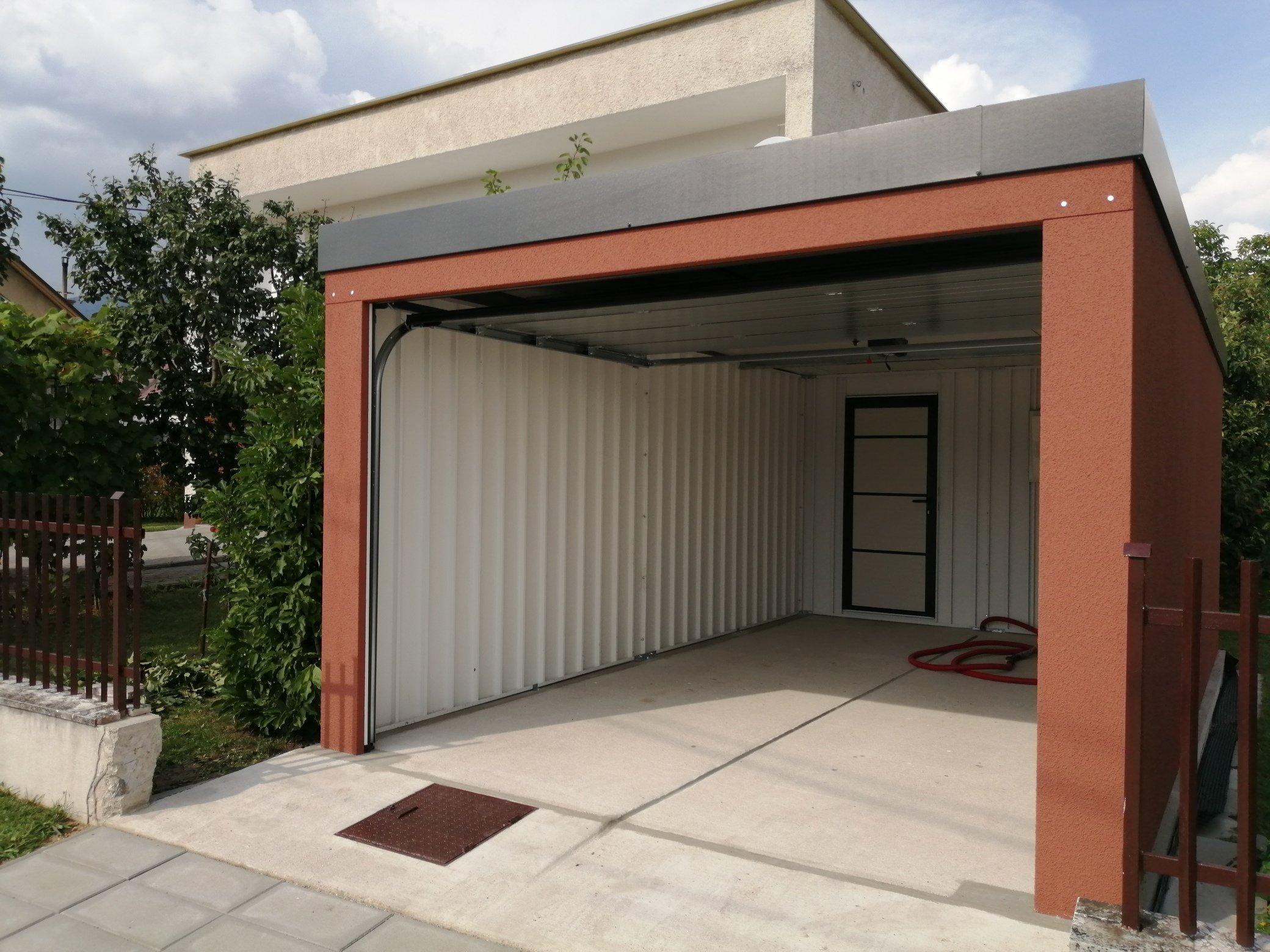Otvorená garáž zpredu