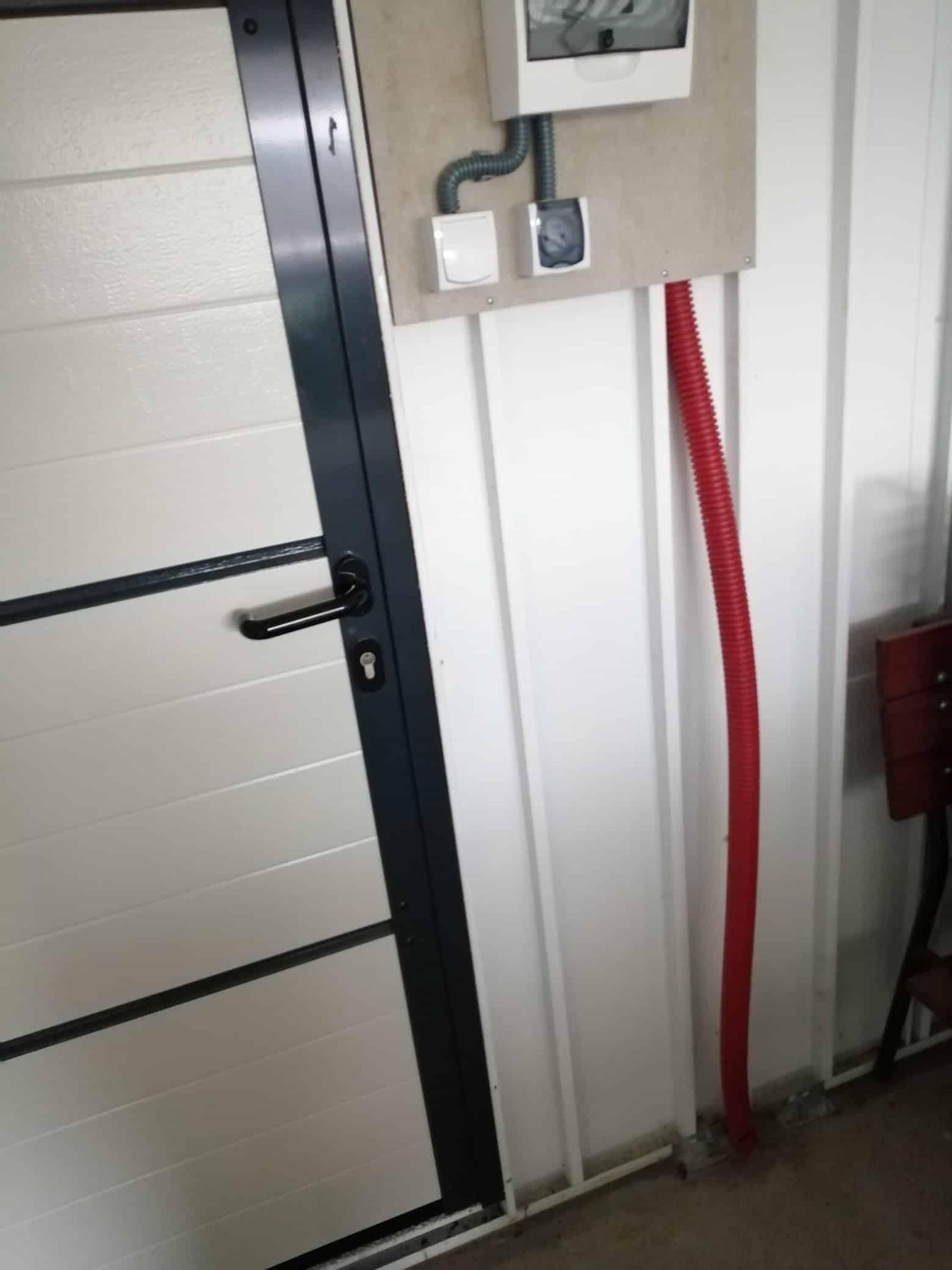 Zriadená elektrina v garáži