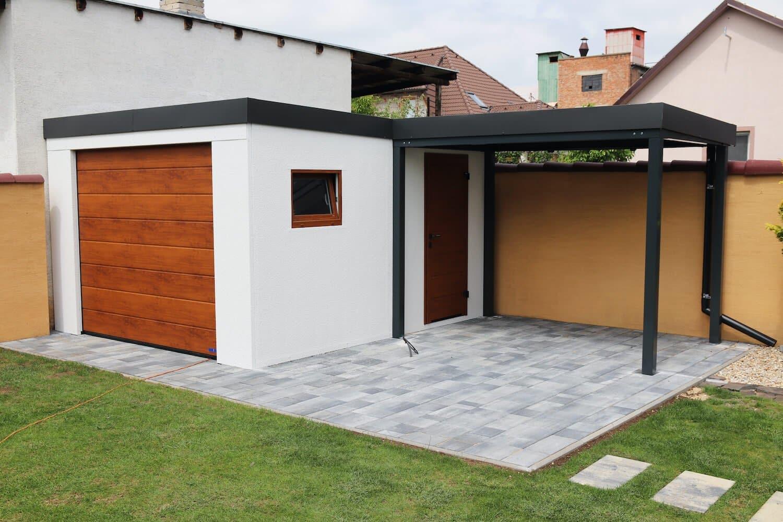 Záhradný domček s garážovou bránou z ľavej strany