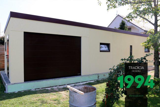 Atypická garáž svetložltej farby