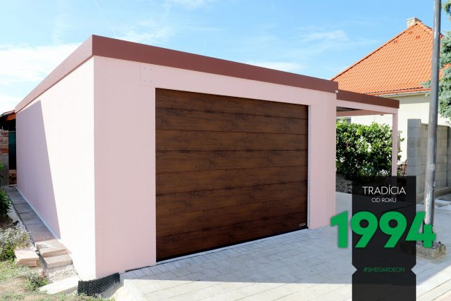Ružová garáž s prístreškom z ľavej strany