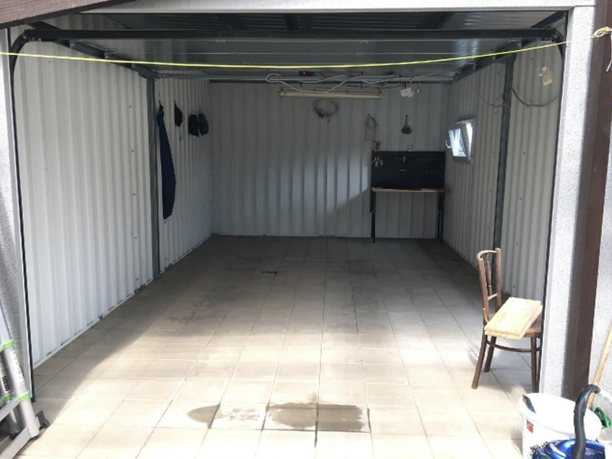 Pohľad na vnútro garáže