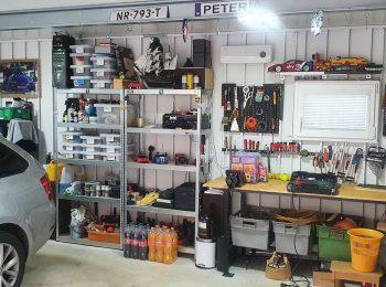 Záhradné a kutilské náčinie v garáži