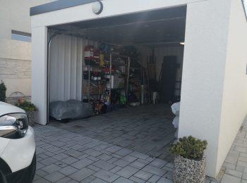 Otvorená garáž z pravej strany