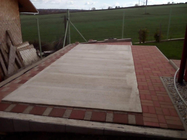 Podklad pripravený na montáž záhradného domčeka