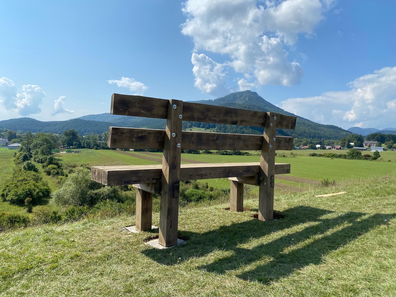 Hotová lavička GARDEON na hore