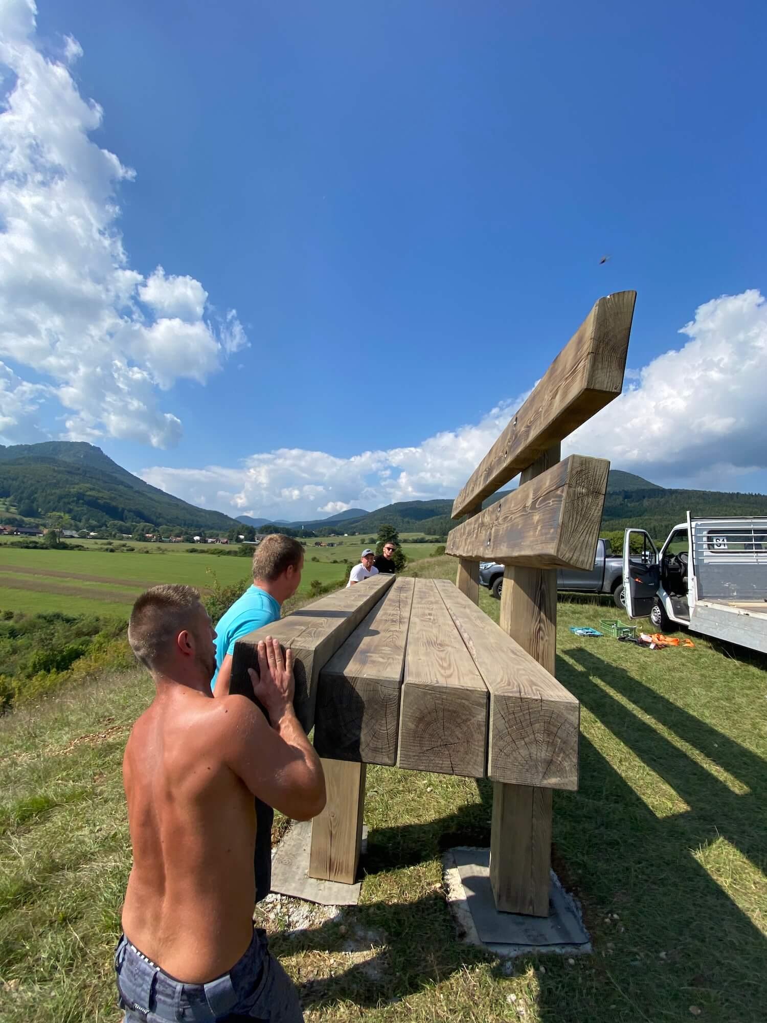 Dokončovanie stavby lavičky GARDEON