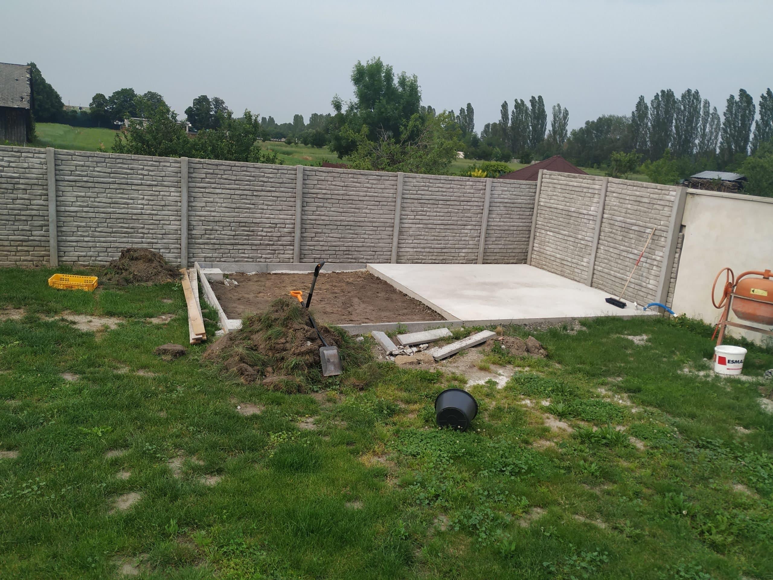 Pripravený podklad na montáž záhradného domčeka