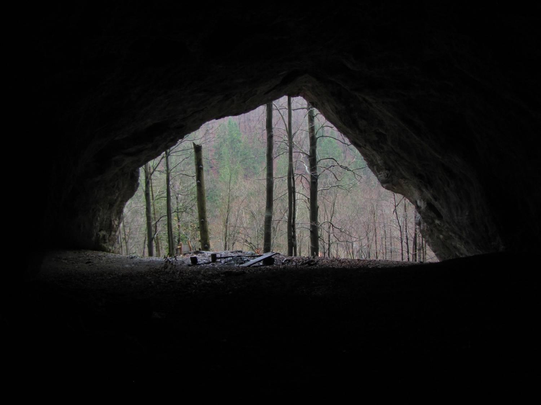 Dekrétová jaskyňa