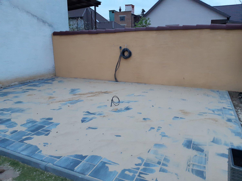 Podklad zo zámkovej dlažby s pieskom na špárovanie