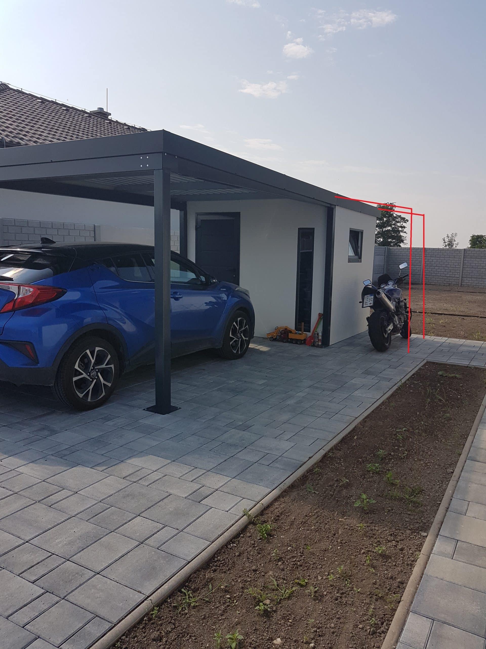 Záhradný domček s prístreškom a motorkou