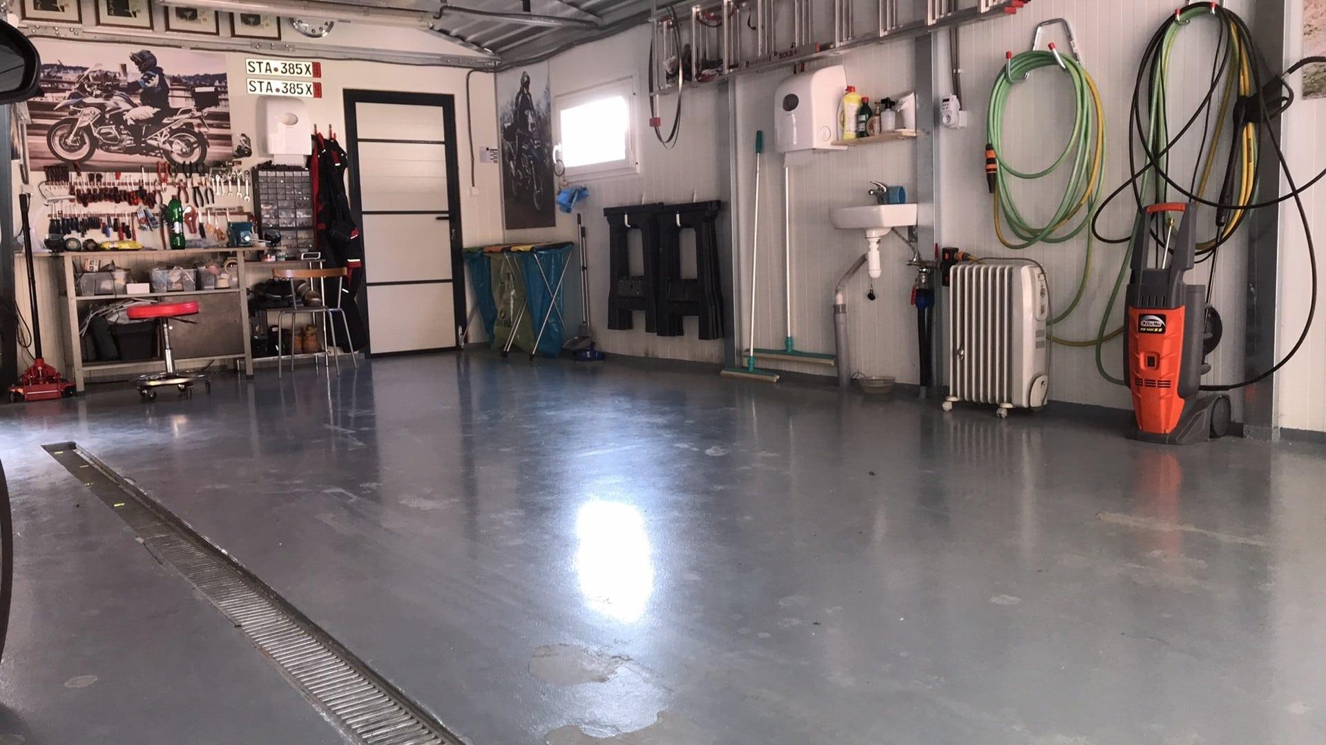 Podlaha v garáži pre auto