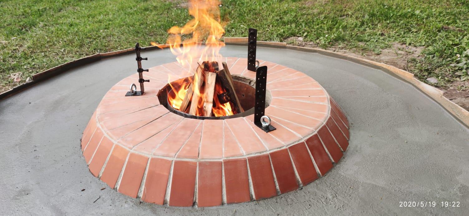 Oheň horí v ohnisku
