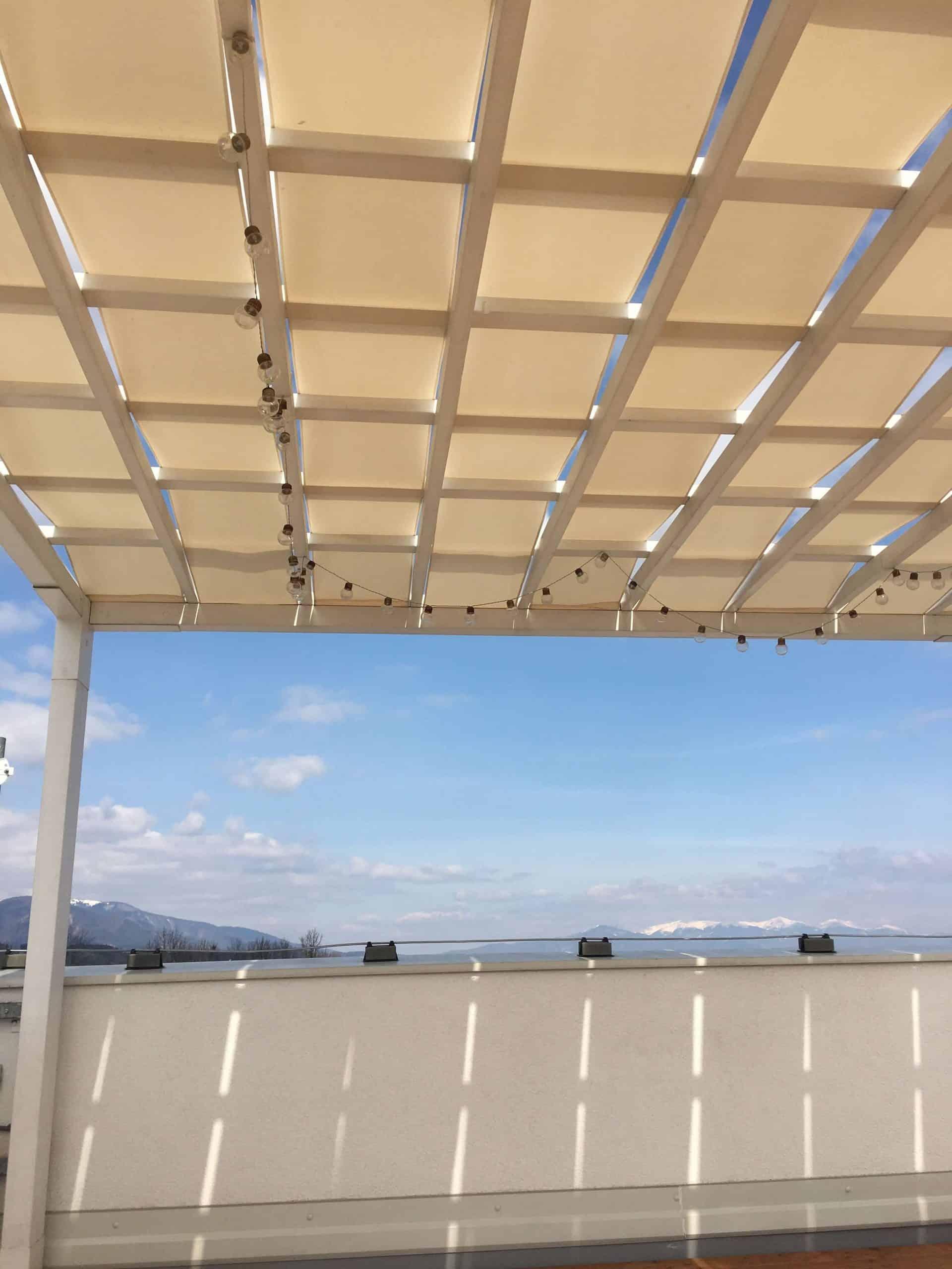 Strecha pergoly so svetielkami