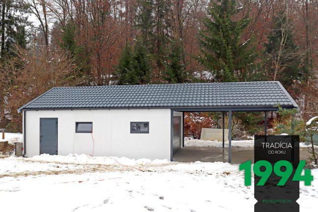 Atypická garáž s prístreškom so sedlovou strechou