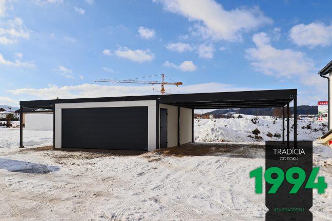 Atypická garáž s prístreškami po oboch stranách