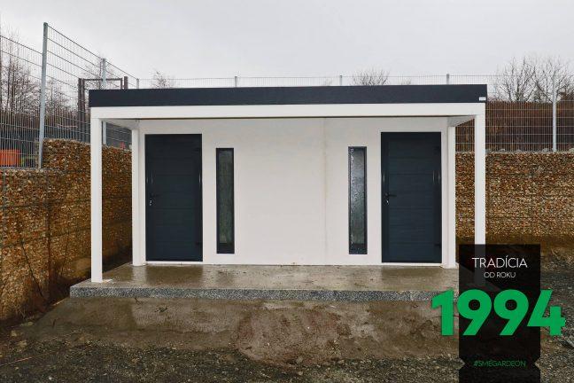 Záhradný domček s dvoma dverami a svetlíkmi