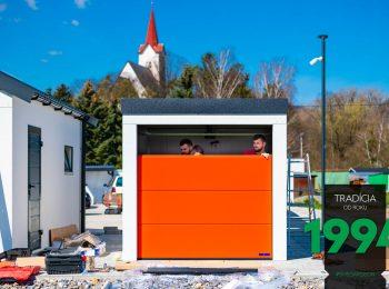Červená garážová brána