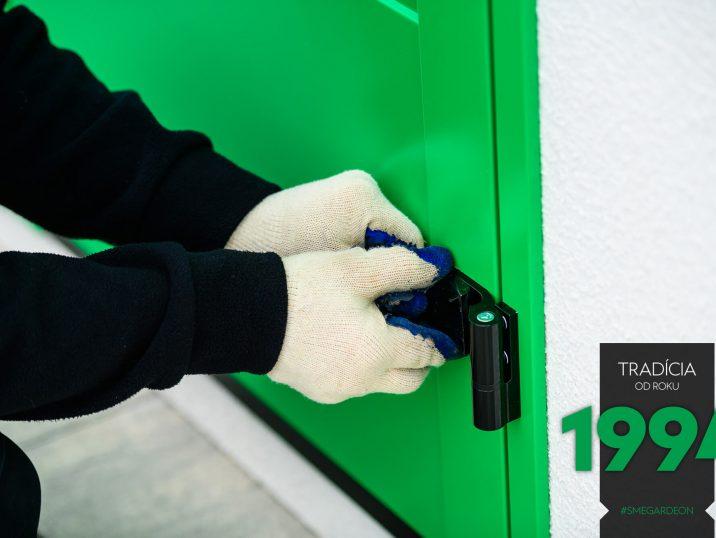 Detail na zelené dvere GARDEON