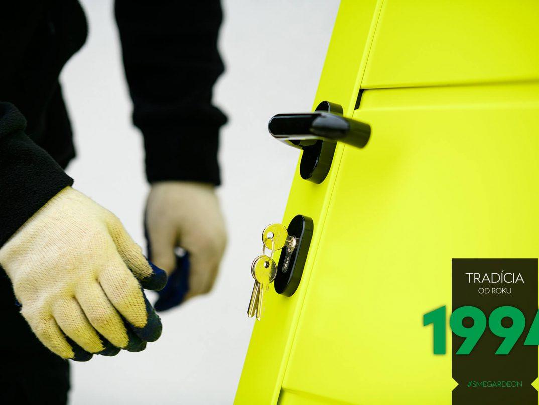 Kľúče v žltých dverách GARDEON