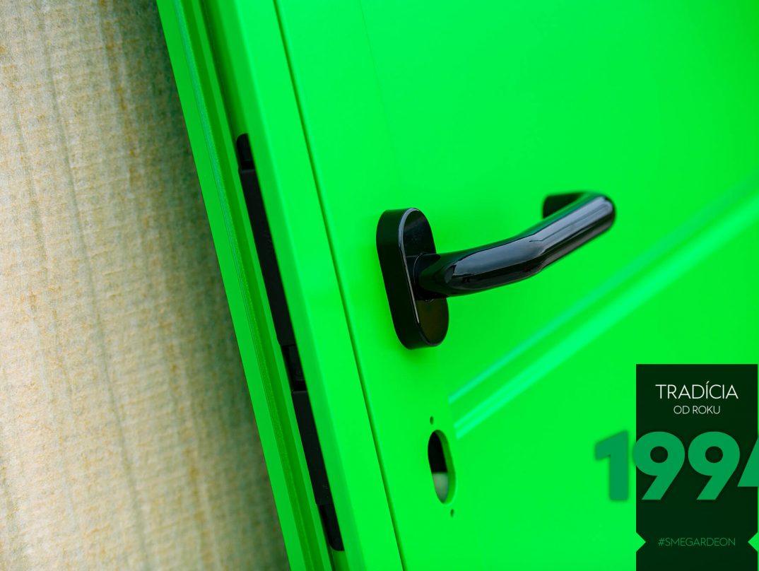Opreté zelené dvere GARDEON