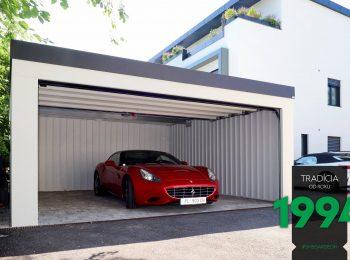 Auto zaparkované v dvojgaráži s neizolovanými stenami