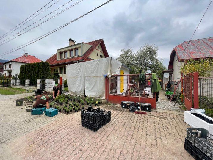 Príprava záhradného domčeka na natáčanie Novej Záhrady