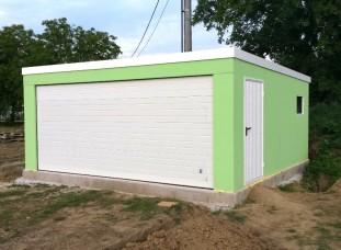 Zelená garáž pre dve autá s pultovou strechou