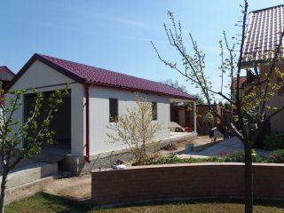 Kvalitná plechová garáž so sedlovou strechou