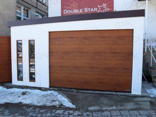 Montovaná stavba na mieru s garážovou bránou Hormann
