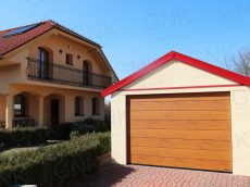 Garáž pre jedno auto so sedlovou strechou pri rodinnom dome