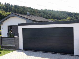 Montovaná garáž pre dve autá s garážovou bránou Hormann