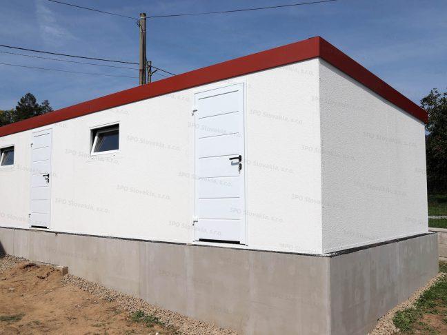 Montovaný atypický záhradný domček so strechou v tehlovej farbe